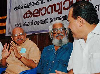 Dr Sebastian Paul (MP) Yesudasan (Chairman, Kerala Lalitakala Akademi) with renowned filmmaker Shri PN Menon during an Art Appreciation Workshop organised by Kerala Lalitakala Akademi on September 02, 2005. Photo: S. Gopakumar, The Hindu.